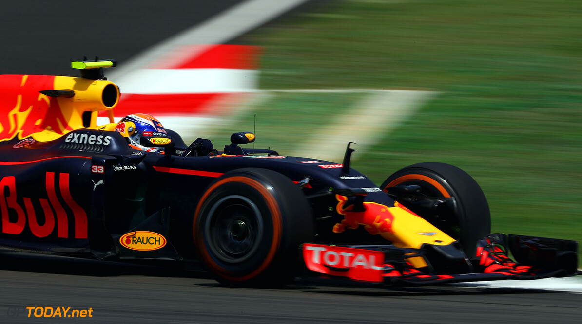KUALA LUMPUR, MALAYSIA - SEPTEMBER 30: Max Verstappen of the Netherlands driving the (33) Red Bull Racing Red Bull-TAG Heuer RB12 TAG Heuer on track during practice for the Malaysia Formula One Grand Prix at Sepang Circuit on September 30, 2016 in Kuala Lumpur, Malaysia.  (Photo by Clive Mason/Getty Images) // Getty Images / Red Bull Content Pool  // P-20160930-00252 // Usage for editorial use only // Please go to www.redbullcontentpool.com for further information. //  F1 Grand Prix of Malaysia - Practice Clive Mason Kuala Lumpur Malaysia  P-20160930-00252