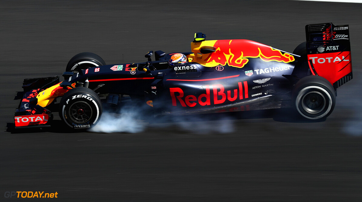 KUALA LUMPUR, MALAYSIA - SEPTEMBER 30: Max Verstappen of the Netherlands driving the (33) Red Bull Racing Red Bull-TAG Heuer RB12 TAG Heuer locks a wheel under braking on track during practice for the Malaysia Formula One Grand Prix at Sepang Circuit on September 30, 2016 in Kuala Lumpur, Malaysia.  (Photo by Clive Rose/Getty Images) // Getty Images / Red Bull Content Pool  // P-20160930-00439 // Usage for editorial use only // Please go to www.redbullcontentpool.com for further information. //  F1 Grand Prix of Malaysia - Practice Clive Rose Kuala Lumpur Malaysia  P-20160930-00439