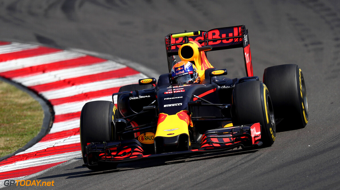 KUALA LUMPUR, MALAYSIA - OCTOBER 02:  Max Verstappen of the Netherlands driving the (33) Red Bull Racing Red Bull-TAG Heuer RB12 TAG Heuer on track during the Malaysia Formula One Grand Prix at Sepang Circuit on October 2, 2016 in Kuala Lumpur, Malaysia.  (Photo by Clive Rose/Getty Images) // Getty Images / Red Bull Content Pool  // P-20161002-01520 // Usage for editorial use only // Please go to www.redbullcontentpool.com for further information. //  F1 Grand Prix of Malaysia Clive Rose Kuala Lumpur Malaysia  P-20161002-01520