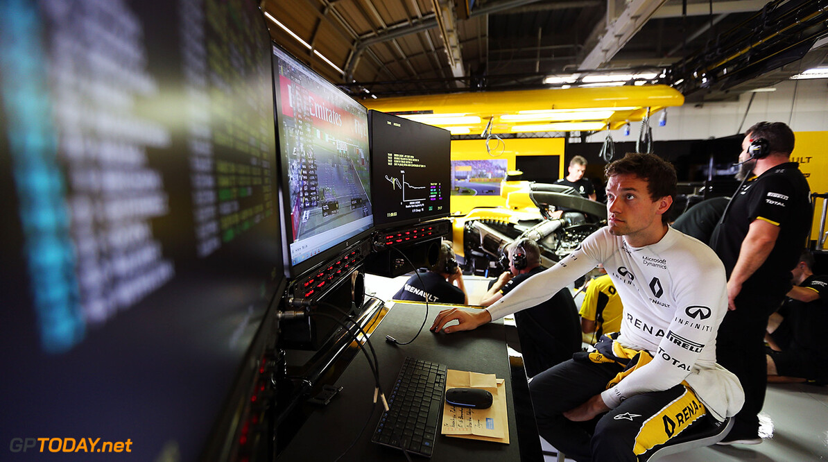Jolyon Palmer deserves to stay in F1 - Father