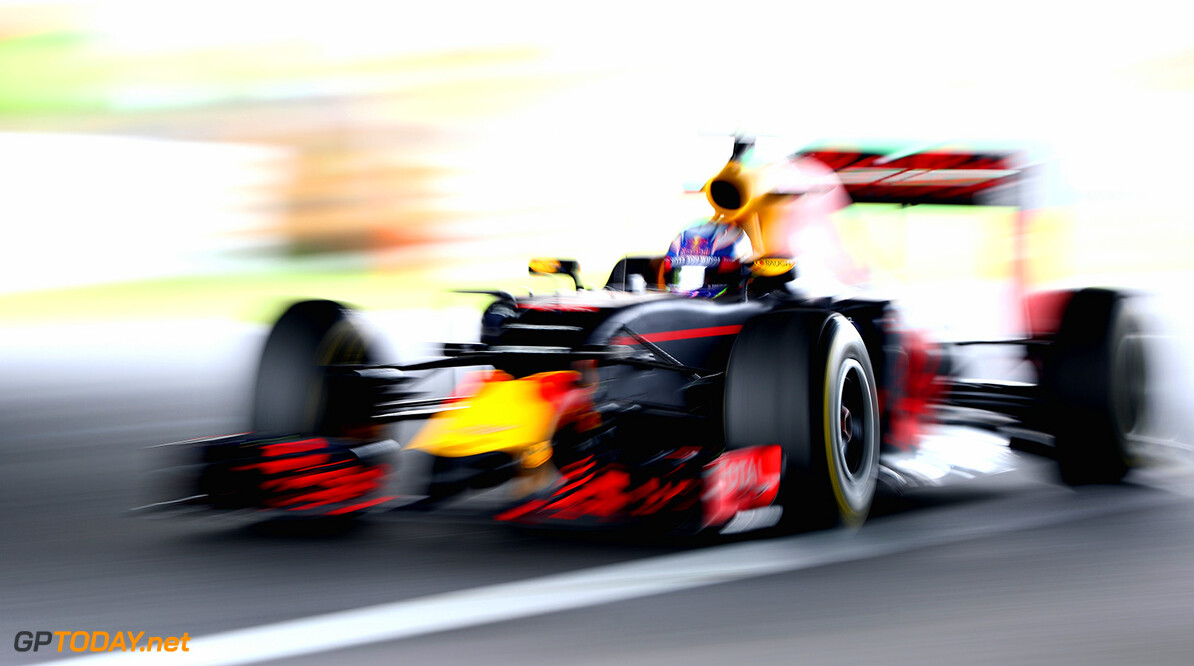 SUZUKA, JAPAN - OCTOBER 07: Daniel Ricciardo of Australia driving the (3) Red Bull Racing Red Bull-TAG Heuer RB12 TAG Heuer on track during practice for the Formula One Grand Prix of Japan at Suzuka Circuit on October 7, 2016 in Suzuka.  (Photo by Clive Mason/Getty Images) // Getty Images / Red Bull Content Pool  // P-20161007-00784 // Usage for editorial use only // Please go to www.redbullcontentpool.com for further information. //  F1 Grand Prix of Japan - Practice Clive Mason Suzuka Japan  P-20161007-00784