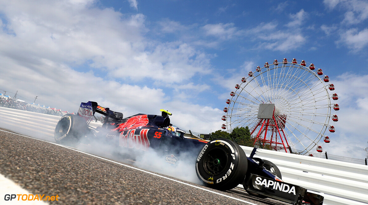 SUZUKA, JAPAN - OCTOBER 07: Carlos Sainz of Spain driving the (55) Scuderia Toro Rosso STR11 Ferrari 060/5 turbo locks a wheel as he comes into the pits during practice for the Formula One Grand Prix of Japan at Suzuka Circuit on October 7, 2016 in Suzuka.  (Photo by Clive Rose/Getty Images) // Getty Images / Red Bull Content Pool  // P-20161007-00198 // Usage for editorial use only // Please go to www.redbullcontentpool.com for further information. //  F1 Grand Prix of Japan - Practice Clive Rose Suzuka Japan  P-20161007-00198