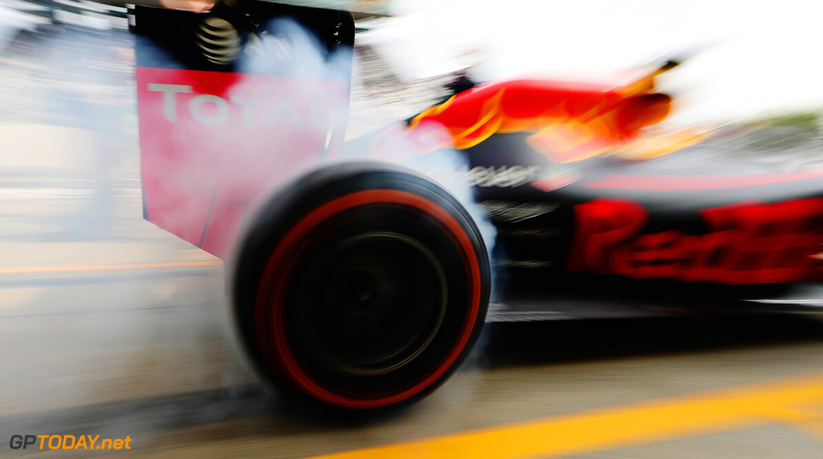 SUZUKA, JAPAN - OCTOBER 07: Daniel Ricciardo of Australia driving the (3) Red Bull Racing Red Bull-TAG Heuer RB12 TAG Heuer spins up his wheels in the Pitlane  during practice for the Formula One Grand Prix of Japan at Suzuka Circuit on October 7, 2016 in Suzuka.  (Photo by Mark Thompson/Getty Images) // Getty Images / Red Bull Content Pool  // P-20161007-00222 // Usage for editorial use only // Please go to www.redbullcontentpool.com for further information. //  F1 Grand Prix of Japan - Practice Mark Thompson Suzuka Japan  P-20161007-00222