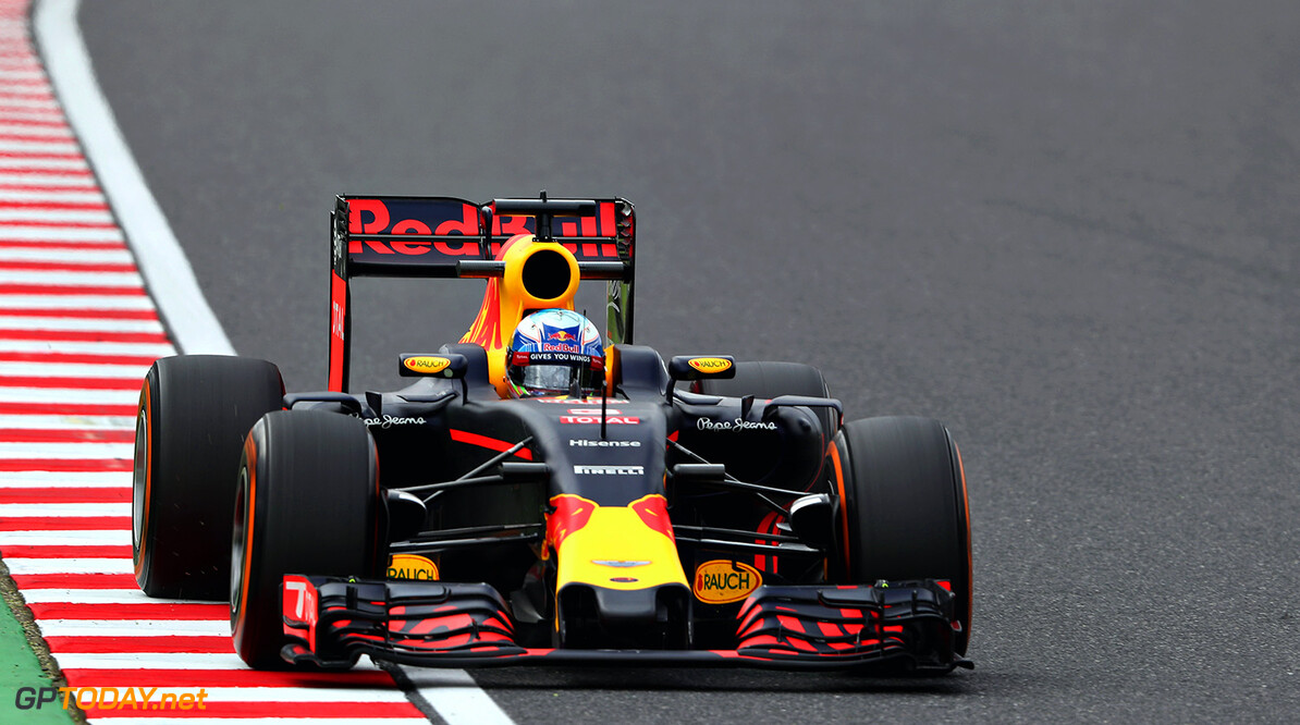 SUZUKA, JAPAN - OCTOBER 07: Daniel Ricciardo of Australia driving the (3) Red Bull Racing Red Bull-TAG Heuer RB12 TAG Heuer on track during practice for the Formula One Grand Prix of Japan at Suzuka Circuit on October 7, 2016 in Suzuka.  (Photo by Mark Thompson/Getty Images) // Getty Images / Red Bull Content Pool  // P-20161007-00899 // Usage for editorial use only // Please go to www.redbullcontentpool.com for further information. //  F1 Grand Prix of Japan - Practice Mark Thompson Suzuka Japan  P-20161007-00899