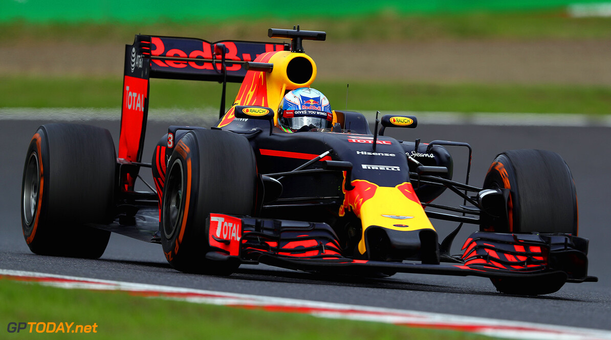 SUZUKA, JAPAN - OCTOBER 09: Daniel Ricciardo of Australia driving the (3) Red Bull Racing Red Bull-TAG Heuer RB12 TAG Heuer on track during the Formula One Grand Prix of Japan at Suzuka Circuit on October 9, 2016 in Suzuka.  (Photo by Clive Mason/Getty Images) // Getty Images / Red Bull Content Pool  // P-20161009-01268 // Usage for editorial use only // Please go to www.redbullcontentpool.com for further information. //  F1 Grand Prix of Japan Clive Mason Suzuka Japan  P-20161009-01268