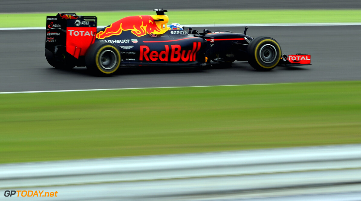 SUZUKA, JAPAN - OCTOBER 09: Daniel Ricciardo of Australia driving the (3) Red Bull Racing Red Bull-TAG Heuer RB12 TAG Heuer on track during the Formula One Grand Prix of Japan at Suzuka Circuit on October 9, 2016 in Suzuka.  (Photo by Mark Thompson/Getty Images) // Getty Images / Red Bull Content Pool  // P-20161009-01262 // Usage for editorial use only // Please go to www.redbullcontentpool.com for further information. //  F1 Grand Prix of Japan Mark Thompson Suzuka Japan  P-20161009-01262