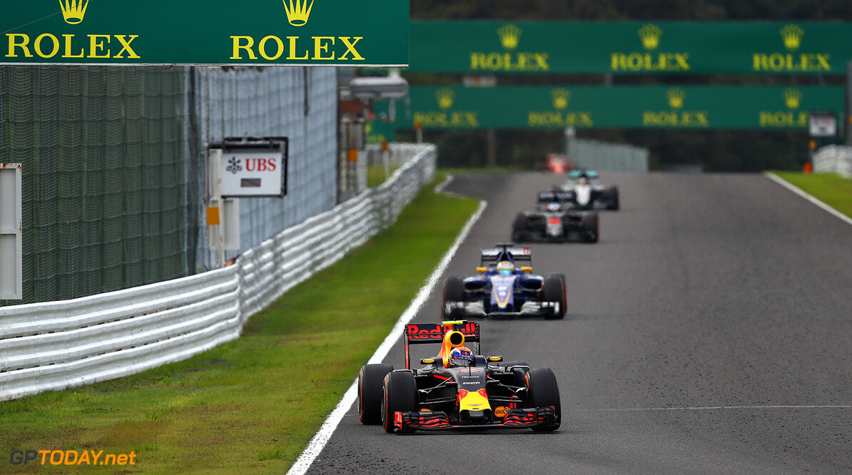 SUZUKA, JAPAN - OCTOBER 09: Max Verstappen of the Netherlands driving the (33) Red Bull Racing Red Bull-TAG Heuer RB12 TAG Heuer on track during the Formula One Grand Prix of Japan at Suzuka Circuit on October 9, 2016 in Suzuka.  (Photo by Clive Mason/Getty Images) // Getty Images / Red Bull Content Pool  // P-20161009-01295 // Usage for editorial use only // Please go to www.redbullcontentpool.com for further information. //  F1 Grand Prix of Japan Clive Mason Suzuka Japan  P-20161009-01295