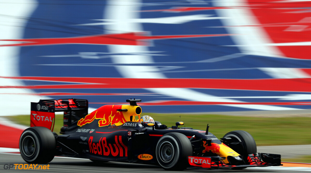 AUSTIN, TX - OCTOBER 23: Daniel Ricciardo of Australia driving the (3) Red Bull Racing Red Bull-TAG Heuer RB12 TAG Heuer on track during the United States Formula One Grand Prix at Circuit of The Americas on October 23, 2016 in Austin, United States.  (Photo by Clive Mason/Getty Images) // Getty Images / Red Bull Content Pool  // P-20161024-00211 // Usage for editorial use only // Please go to www.redbullcontentpool.com for further information. //  F1 Grand Prix of USA Clive Mason Austin United States  P-20161024-00211