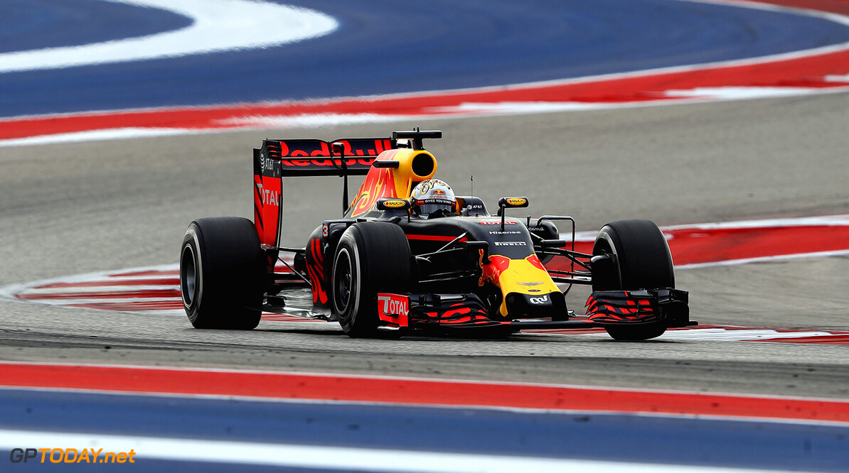 AUSTIN, TX - OCTOBER 23: Daniel Ricciardo of Australia driving the (3) Red Bull Racing Red Bull-TAG Heuer RB12 TAG Heuer on track during the United States Formula One Grand Prix at Circuit of The Americas on October 23, 2016 in Austin, United States.  (Photo by Mark Thompson/Getty Images) // Getty Images / Red Bull Content Pool  // P-20161023-00836 // Usage for editorial use only // Please go to www.redbullcontentpool.com for further information. //  F1 Grand Prix of USA Mark Thompson Austin United States  P-20161023-00836