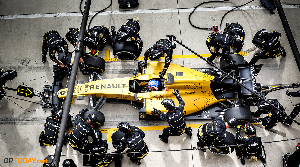 Formula One World Championship Jolyon Palmer (GBR) Renault Sport F1 Team RS16 makes a pit stop. United States Grand Prix, Sunday 23rd October 2016. Circuit of the Americas, Austin, Texas, USA. Motor Racing - Formula One World Championship - United States Grand Prix - Race Day - Austin, USA Renault Sport Formula One Team Austin USA  Formula One Formula 1 F1 GP Grand Prix Circuit USA American United States of America COTA Circuit of the Americas Austin Texas TX JM643 Pit Stop Pitstop Action Track GP1618d