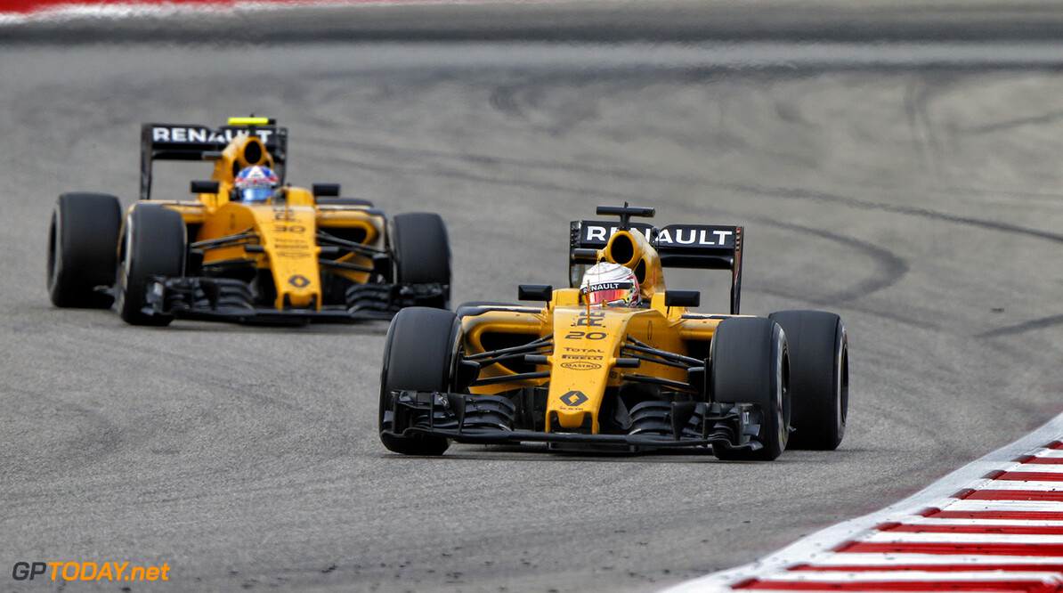 20 MAGNUSSEN Kevin (dnk) Renault RS16 action, 30 PALMER Jolyon (gbr) during the 2016 Formula One World Championship, United States of America Grand Prix from october 21 to 23 in Austin, Texas, USA - Photo Frederic Le Floch / DPPI. F1 - USA GRAND PRIX 2016 Frederic Le Floc'h Austin United States of America  Ameriques Auto Car Etats Unis D'amerique F1 Formula 1 Formula One Formule 1 Formule Un Grand Prix Monoplace Motorsport October Octobre Race States Uniplace United Usa World Championship