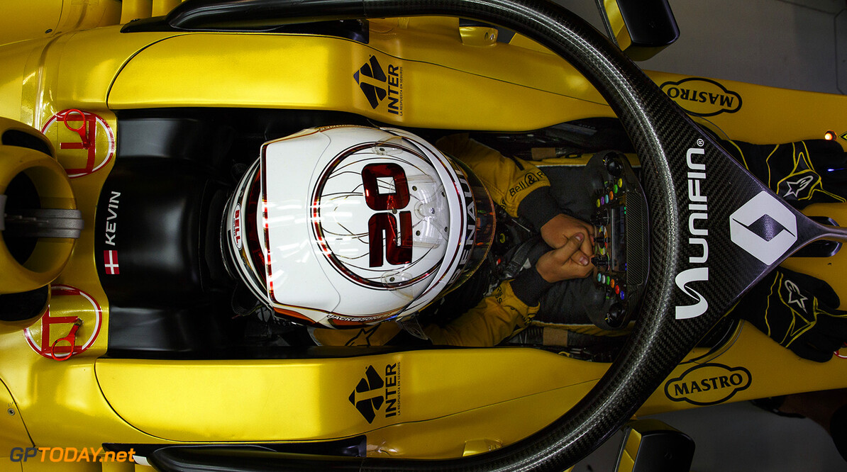 MAGNUSSEN Kevin (dan) Renault F1 RS.16 driver Renault Sport F1 team ambiance portrait testing the HALO protection system    during the 2016 Formula One World Championship, Mexico Grand Prix from october 27 to 30 in Mexico - Photo Frederic Le Floc'h / DPPI F1 - MEXICO GRAND PRIX 2016 Frederic Le Floc'h Mexico Mexico  Ameriques Auto Autodromo Hermanos Rodriguez Car F1 Formula 1 Formula One Formule 1 Formule Un Grand Prix Mexico Mexique Monoplace Motorsport November Novembre October Octobre Race Uniplace World Championship mex
