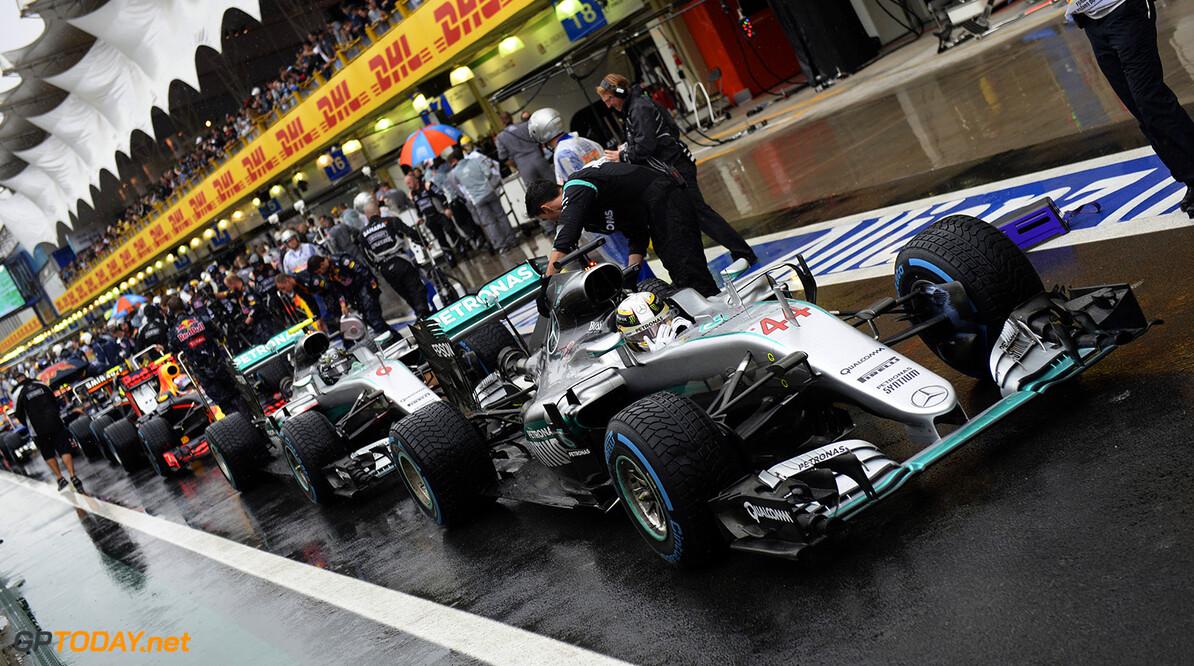 "Niki Lauda slams ""over-regulated"" Brazilian Grand Prix"