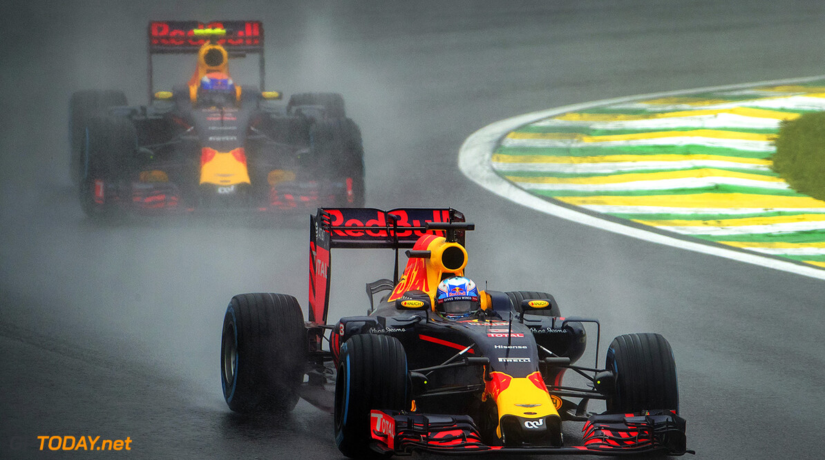 SAO PAULO, BRAZIL - NOVEMBER 13:  Daniel Ricciardo of Australia driving the (3) Red Bull Racing Red Bull-TAG Heuer RB12 TAG Heuer leads Max Verstappen of the Netherlands driving the (33) Red Bull Racing Red Bull-TAG Heuer RB12 TAG Heuer on track  during the Formula One Grand Prix of Brazil at Autodromo Jose Carlos Pace on November 13, 2016 in Sao Paulo, Brazil.  (Photo by Adam Pretty/Getty Images) // Getty Images / Red Bull Content Pool  // P-20161113-01171 // Usage for editorial use only // Please go to www.redbullcontentpool.com for further information. //  F1 Grand Prix of Brazil  Sao Paulo Brazil  P-20161113-01171
