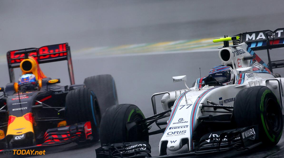 Interlagos, Sao Paulo, Brazil. Sunday 13 November 2016. Valtteri Bottas, Williams FW38 Mercedes, leads Daniel Ricciardo, Red Bull Racing RB12 TAG Heuer. Photo: Charles Coates/Williams ref: Digital Image DJ5R2112      Action