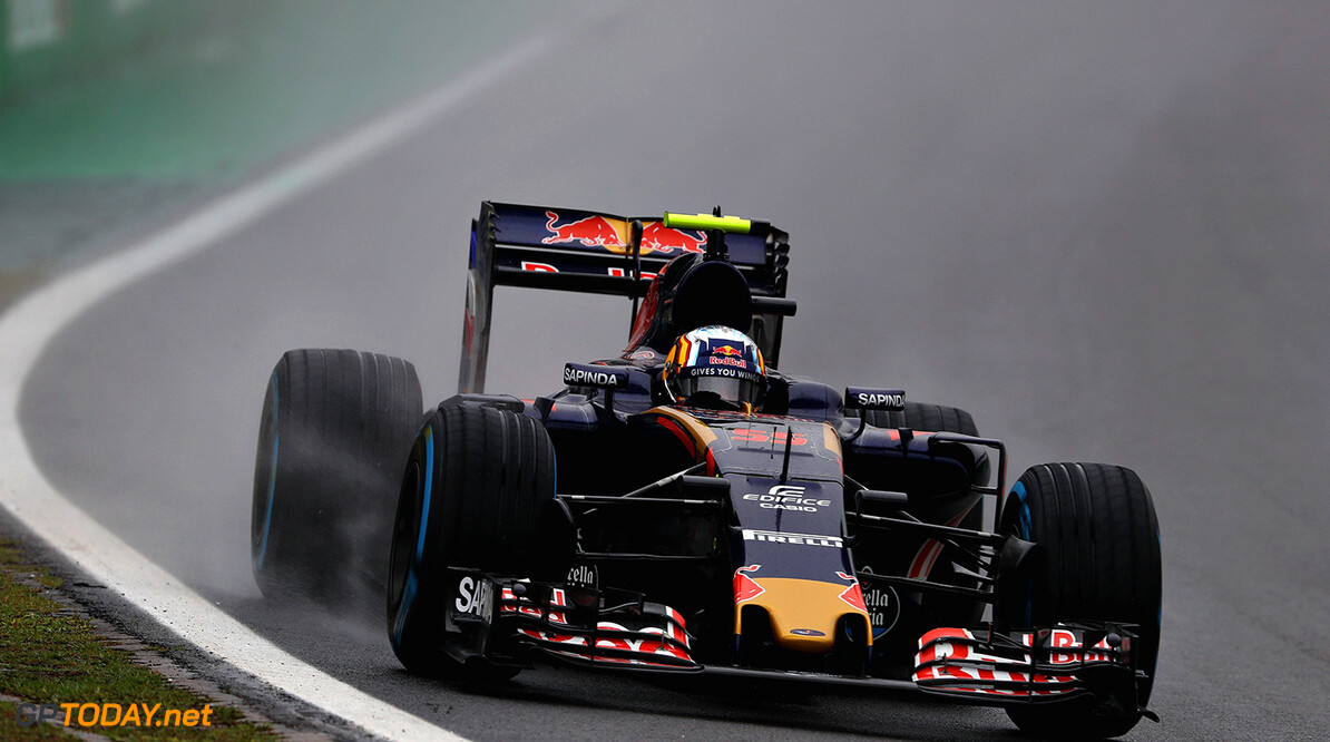Carlos Sainz against safety car laps in Brazil