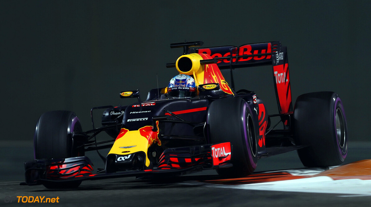 ABU DHABI, UNITED ARAB EMIRATES - NOVEMBER 25: Daniel Ricciardo of Australia driving the (3) Red Bull Racing Red Bull-TAG Heuer RB12 TAG Heuer on track  during practice for the Abu Dhabi Formula One Grand Prix at Yas Marina Circuit on November 25, 2016 in Abu Dhabi, United Arab Emirates.  (Photo by Lars Baron/Getty Images) // Getty Images / Red Bull Content Pool  // P-20161125-01433 // Usage for editorial use only // Please go to www.redbullcontentpool.com for further information. //  F1 Grand Prix of Abu Dhabi - Practice Lars Baron Abu Dhabi United Arab Emirates  P-20161125-01433