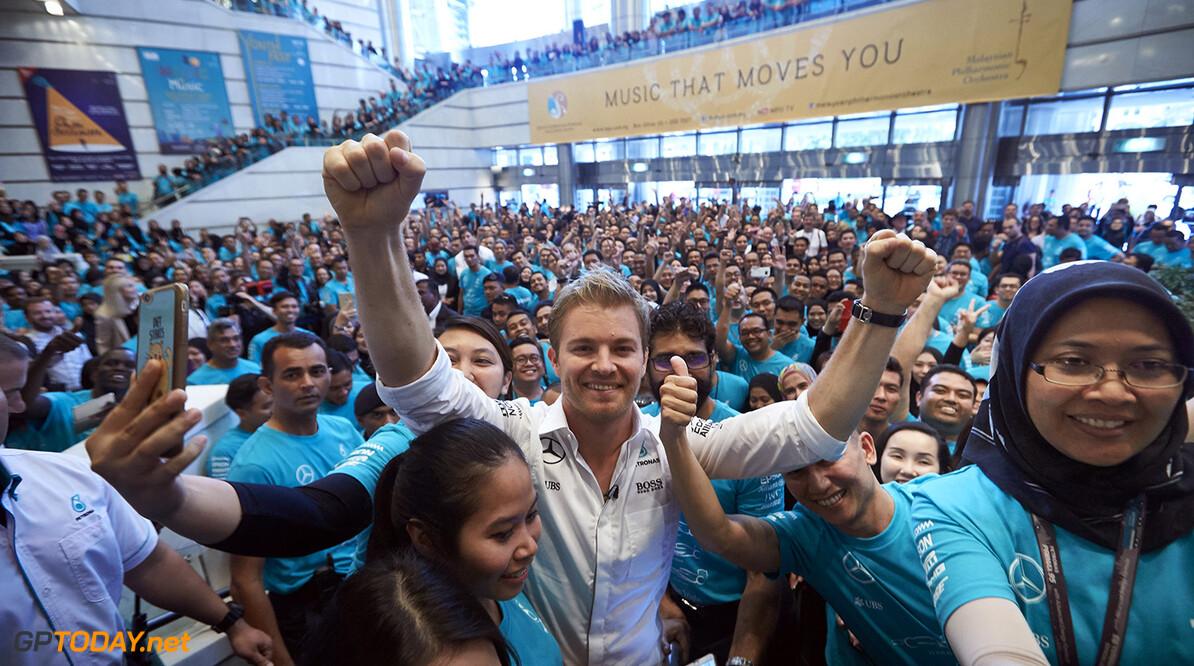 Petronas zet kampioen Rosberg in het zonnetje