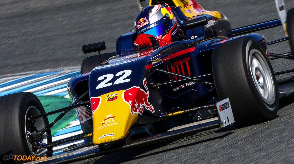 JEREZ (SPA) Formula Open and Formula V8 3.5 round at Jerez Spain. #22 Richard Verschoor, MP Motorsport. Action.  // Dutch Photo Agency/Red Bull Content Pool // P-20161028-01335 // Usage for editorial use only // Please go to www.redbullcontentpool.com for further information. //  Richard Verschoor  Circuito de Jerez Spain  P-20161028-01335