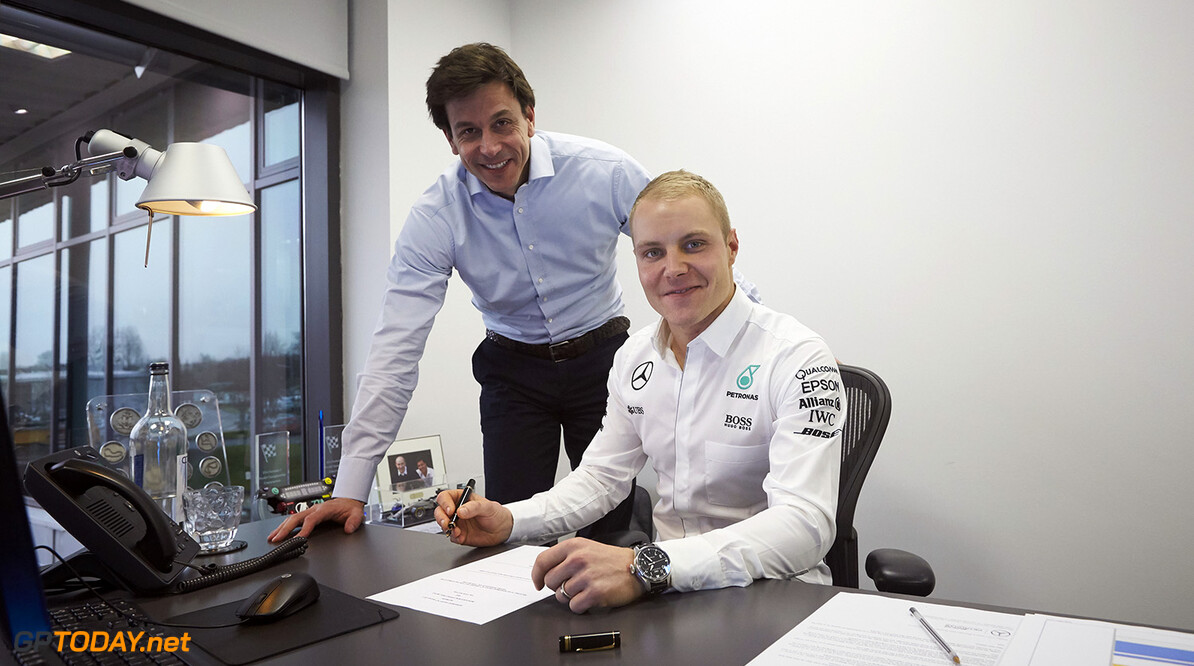<strong>Official:</strong> Bottas signs new one-year deal with Mercedes