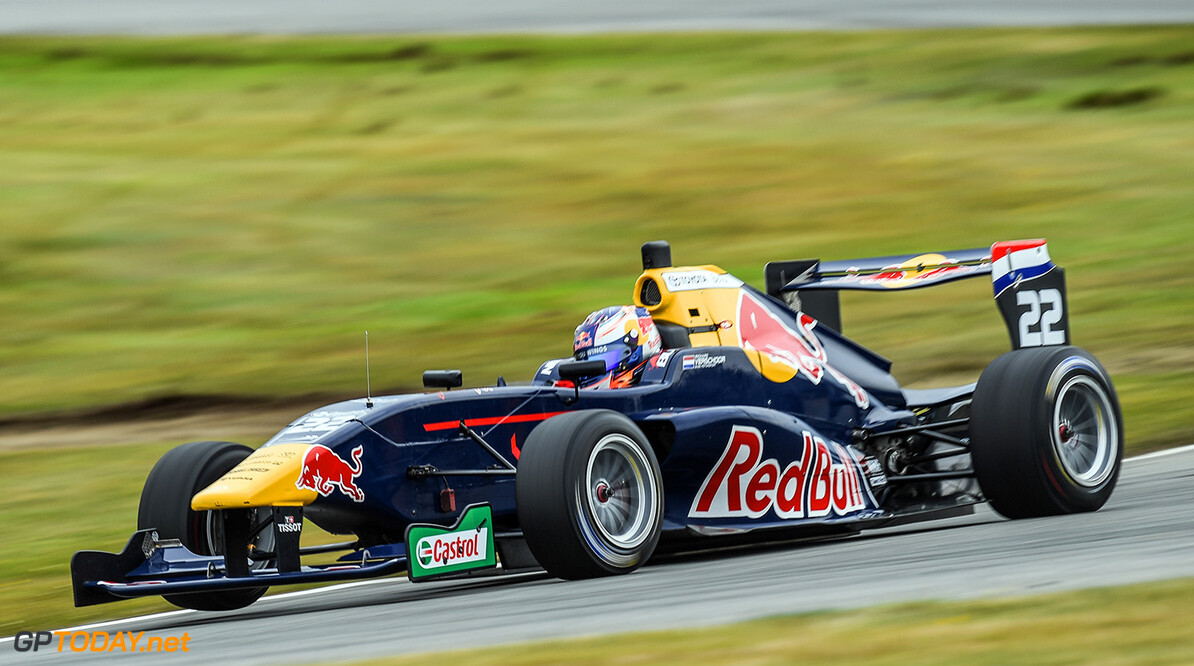 Richard Verschoor wins race 1 of Stop 2 of the 2017 Castrol Toyota Racing Series at Teretonga Park Raceway, Invercargill, New Zealand, January 21, 2017 // Bruce Jenkins/Red Bull Content Pool // P-20170121-00258 // Usage for editorial use only // Please go to www.redbullcontentpool.com for further information. //  Richard Verschoor Bruce Jenkins  New Zealand  P-20170121-00258