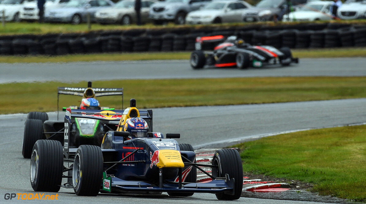 Richard Verschoor leads Tom Randle in race 2, stop 1 of the  Castrol Toyota Racing Series at Teretonga, Invercargill, New Zealand on Sunday 22 January 2017 // Bruce Jenkins/Red Bull Content Pool // P-20170122-00458 // Usage for editorial use only // Please go to www.redbullcontentpool.com for further information. //  Richard Verschoor, Tom Randle   New Zealand  P-20170122-00458