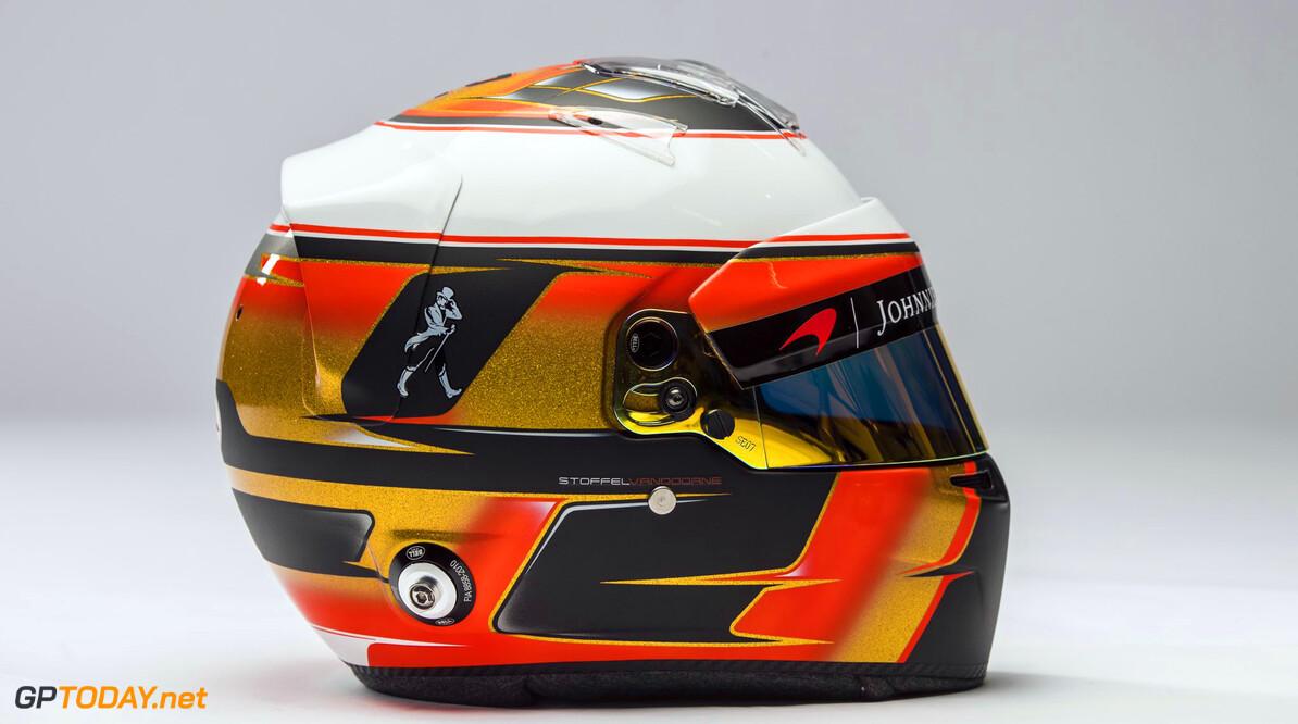 Ook Stoffel Vandoorne laat zijn nieuwe helm zien