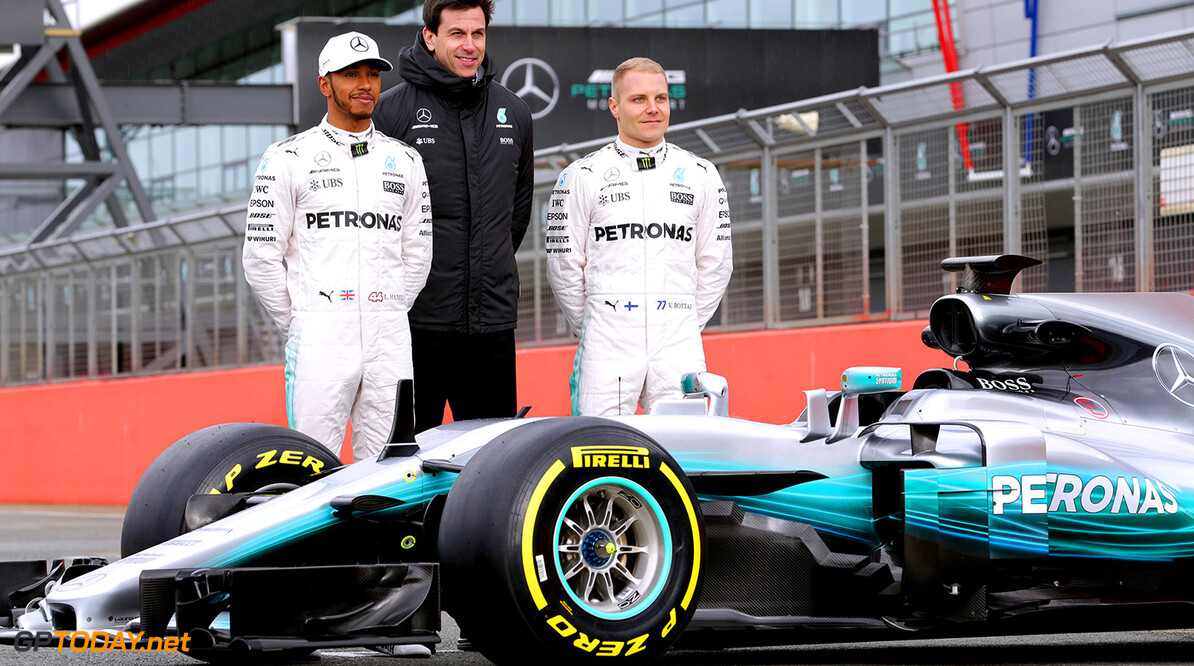 Archivnummer: M56963 2017 Silver Arrows Launch - Unveil 2017 Silver Arrows Launch - Unveil     Valtteri Bottas Toto Wolff Lewis Hamilton