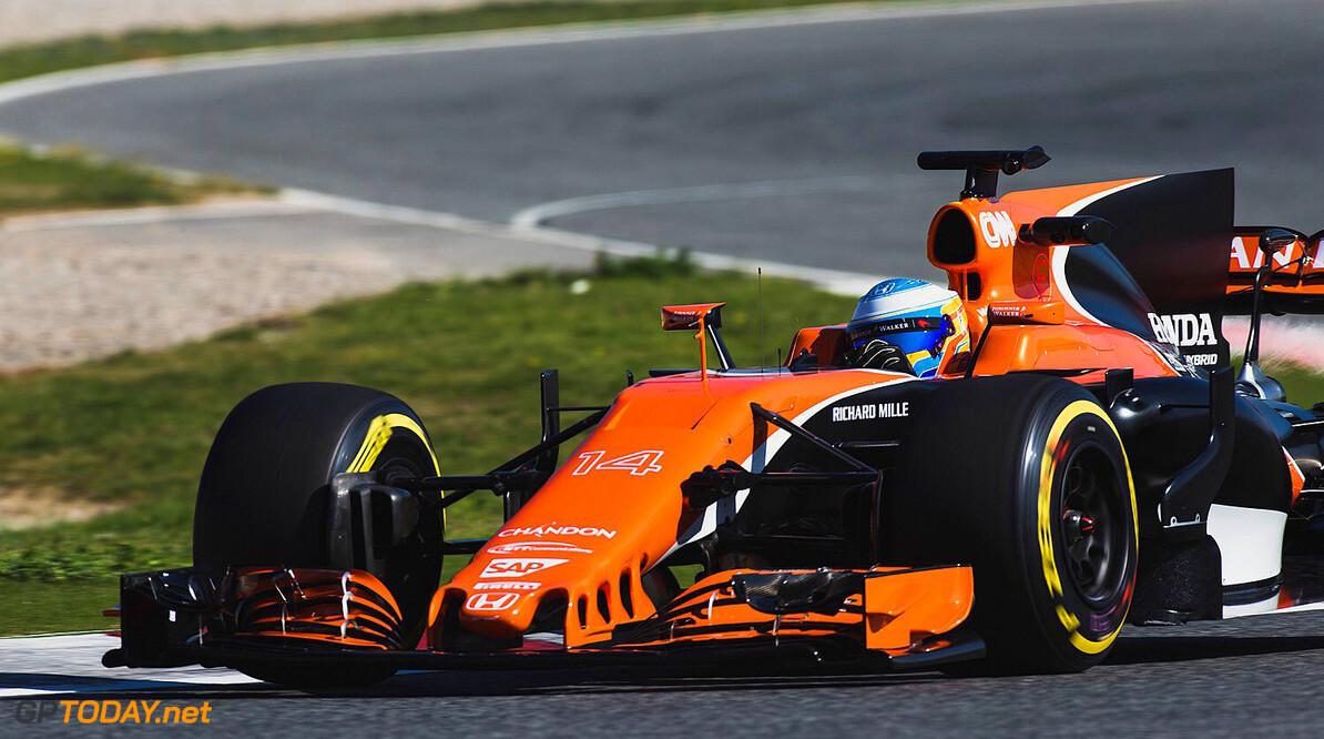 Alonso overhandigt McLaren MCL32 aan Vandoorne