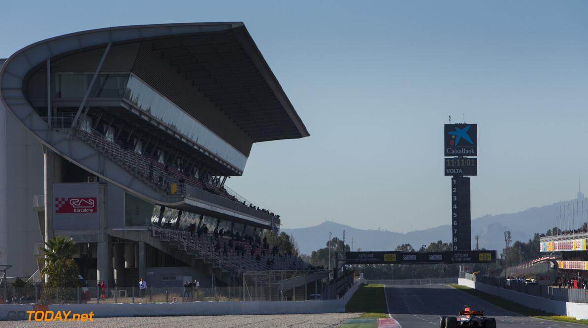 170301RF33720 Barcelona, Spain - 01 March 2017: #3 Daniel Ricciardo (AUS), Red Bull Racing, during Formula 1 Pre-Season Testing 2017 at Circuit de Barcelona-Catalunya, Barcelona, Spain. Formula 1 Pre-Season Testing 2017 Ronald Fleurbaaij Barcelona Spain  Barcelona Spain Formula 1 Pre-Season Testing 2017 Circuit de Barcelona-Catalunya Sports