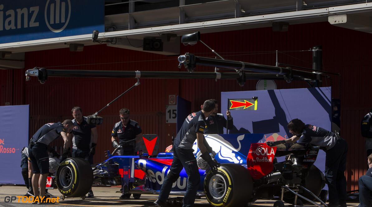 170309RF38004 Barcelona, Spain - 09 March 2017: #26 Daniil Kvyat (RUS), Scuderia Toro Rosso, during Formula 1 Pre-Season Testing 2017 at Circuit de Barcelona-Catalunya, Barcelona, Spain. Formula 1 Pre-Season Testing 2017 Ronald Fleurbaaij Barcelona Spain  Barcelona Spain Formula 1 Pre-Season Testing 2017 Circuit de Barcelona-Catalunya Sports