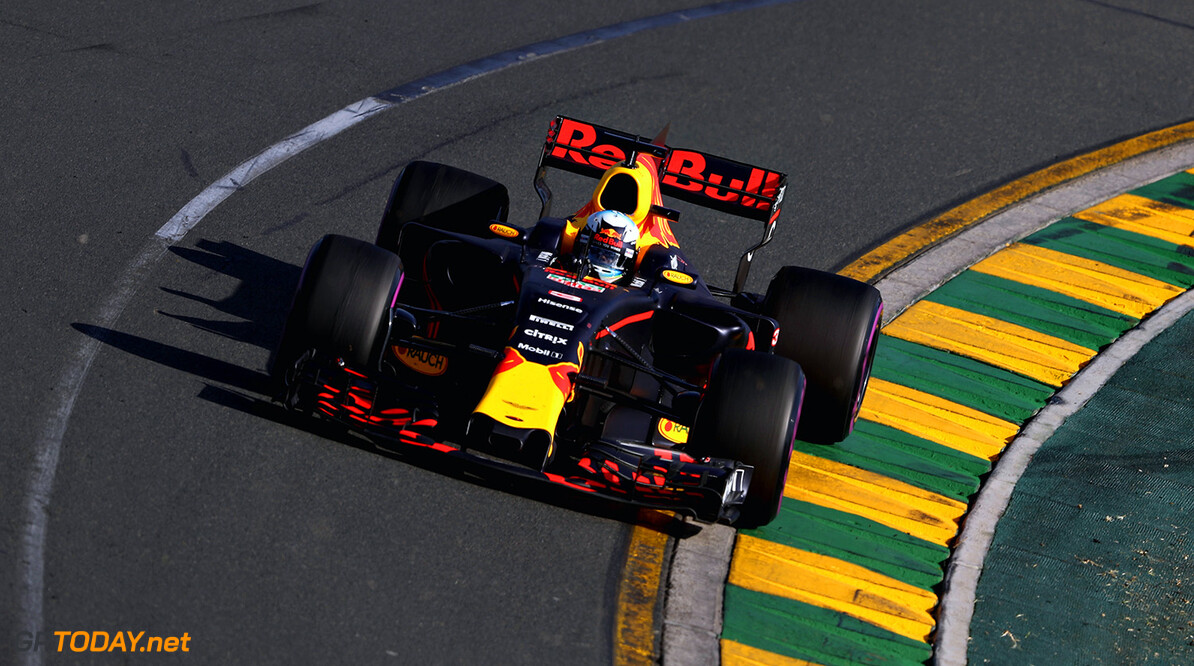 MELBOURNE, AUSTRALIA - MARCH 26: Daniel Ricciardo of Australia driving the (3) Red Bull Racing Red Bull-TAG Heuer RB13 TAG Heuer on track during the Australian Formula One Grand Prix at Albert Park on March 26, 2017 in Melbourne, Australia.  (Photo by Mark Thompson/Getty Images) // Getty Images / Red Bull Content Pool  // P-20170326-00538 // Usage for editorial use only // Please go to www.redbullcontentpool.com for further information. //  Australian F1 Grand Prix Mark Thompson Melbourne Australia  P-20170326-00538