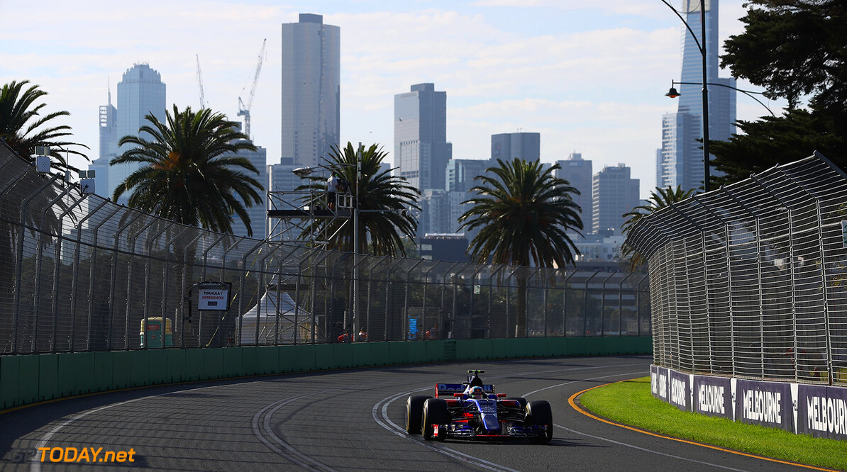 MELBOURNE, AUSTRALIA - MARCH 26: Carlos Sainz of Spain driving the (55) Scuderia Toro Rosso STR12 on track during the Australian Formula One Grand Prix at Albert Park on March 26, 2017 in Melbourne, Australia.  (Photo by Clive Mason/Getty Images) // Getty Images / Red Bull Content Pool  // P-20170326-00574 // Usage for editorial use only // Please go to www.redbullcontentpool.com for further information. //  Australian F1 Grand Prix Clive Mason Melbourne Australia  P-20170326-00574