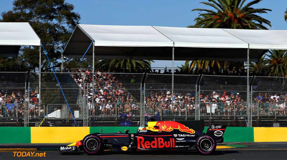 MELBOURNE, AUSTRALIA - MARCH 26: Daniel Ricciardo of Australia driving the (3) Red Bull Racing Red Bull-TAG Heuer RB13 TAG Heuer on track during the Australian Formula One Grand Prix at Albert Park on March 26, 2017 in Melbourne, Australia.  (Photo by Robert Cianflone/Getty Images) // Getty Images / Red Bull Content Pool  // P-20170326-00225 // Usage for editorial use only // Please go to www.redbullcontentpool.com for further information. //  Australian F1 Grand Prix Robert Cianflone Melbourne Australia  P-20170326-00225
