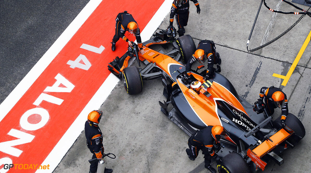 Shanghai International Circuit, Shanghai, China.  Sunday 09 2017.  Stoffel Vandoorne, McLaren MCL32 Honda, is returned to the garage as he retires from the race. World Copyright: Steven Tee/McLaren ref: Digital Image _O3I5054 2017 Chinese Grand Prix Steven Tee    GP Grand Prix F1 Formula Portrait Technical