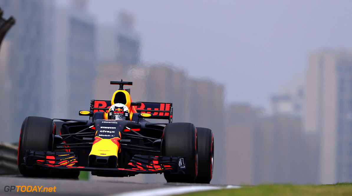 SHANGHAI, CHINA - APRIL 08: Daniel Ricciardo of Australia driving the (3) Red Bull Racing Red Bull-TAG Heuer RB13 TAG Heuer on track during qualifying for the Formula One Grand Prix of China at Shanghai International Circuit on April 8, 2017 in Shanghai, China.  (Photo by Mark Thompson/Getty Images) // Getty Images / Red Bull Content Pool  // P-20170408-00490 // Usage for editorial use only // Please go to www.redbullcontentpool.com for further information. //  F1 Grand Prix of China - Qualifying Mark Thompson  China  P-20170408-00490