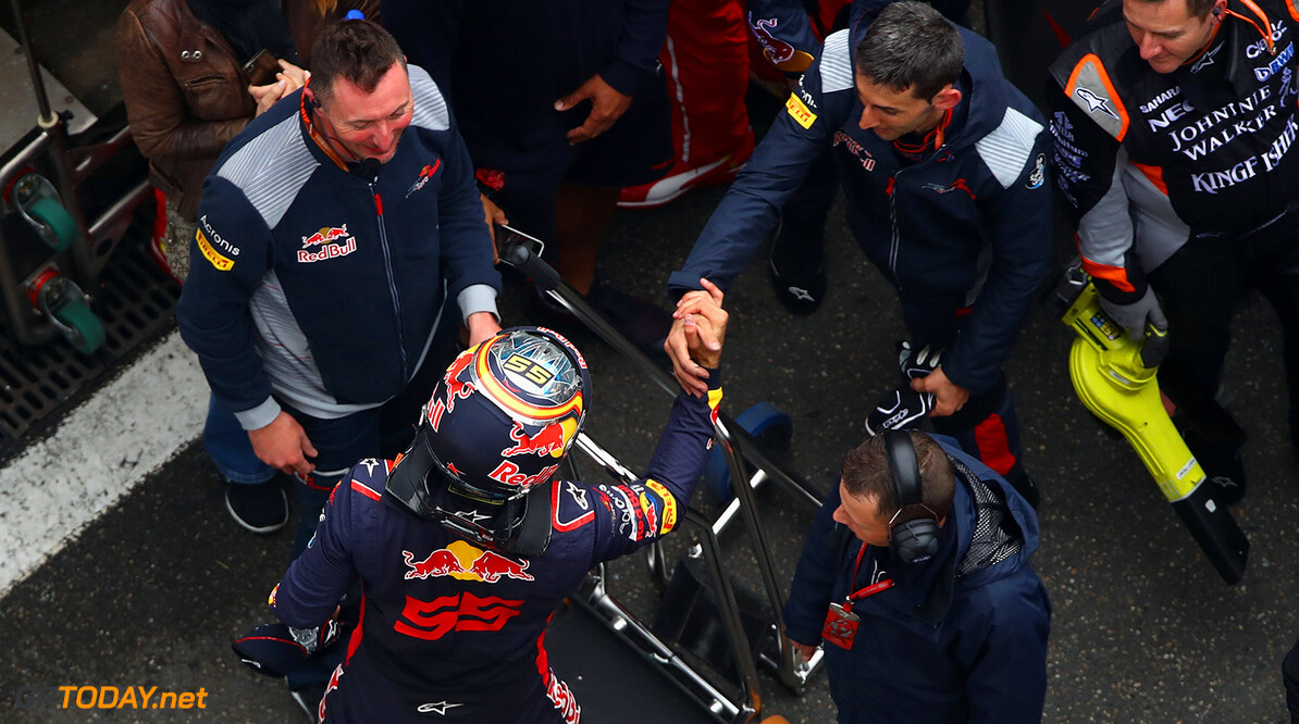 SHANGHAI, CHINA - APRIL 09:  Carlos Sainz of Spain and Scuderia Toro Rosso is congratulated by his team during the Formula One Grand Prix of China at Shanghai International Circuit on April 9, 2017 in Shanghai, China.  (Photo by Clive Mason/Getty Images) // Getty Images / Red Bull Content Pool  // P-20170409-00582 // Usage for editorial use only // Please go to www.redbullcontentpool.com for further information. //  F1 Grand Prix of China Clive Mason  China  P-20170409-00582
