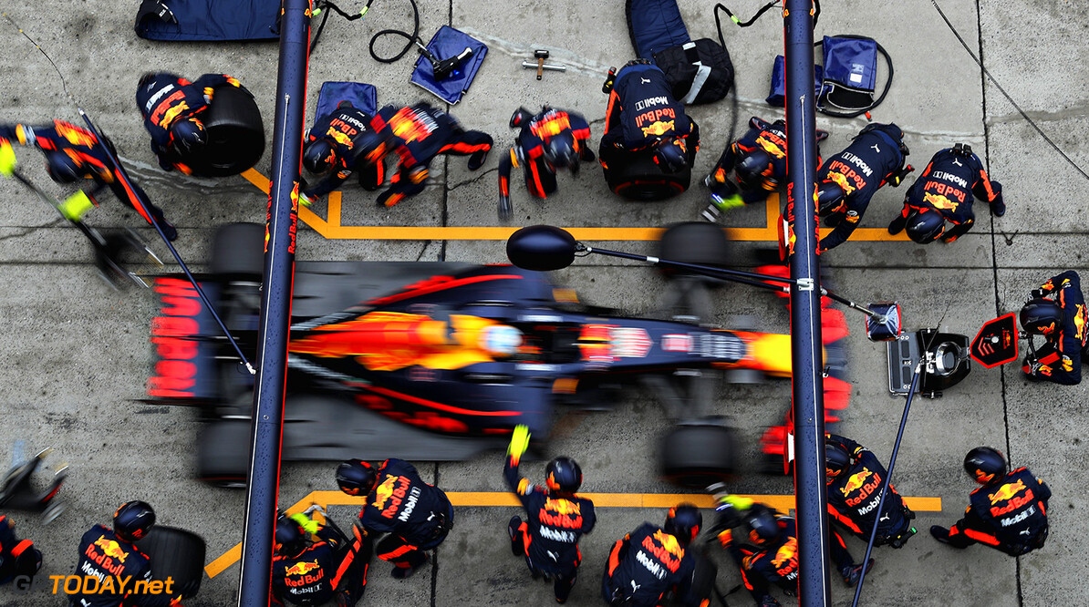 SHANGHAI, CHINA - APRIL 09:  Daniel Ricciardo of Australia driving the (3) Red Bull Racing Red Bull-TAG Heuer RB13 TAG Heuer makes a pit stop for new tyres during the Formula One Grand Prix of China at Shanghai International Circuit on April 9, 2017 in Shanghai, China.  (Photo by Mark Thompson/Getty Images) // Getty Images / Red Bull Content Pool  // P-20170409-00340 // Usage for editorial use only // Please go to www.redbullcontentpool.com for further information. //  F1 Grand Prix of China Mark Thompson  China  P-20170409-00340