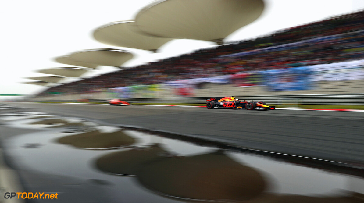 SHANGHAI, CHINA - APRIL 09: Daniel Ricciardo of Australia driving the (3) Red Bull Racing Red Bull-TAG Heuer RB13 TAG Heuer on track during the Formula One Grand Prix of China at Shanghai International Circuit on April 9, 2017 in Shanghai, China.  (Photo by Clive Mason/Getty Images) // Getty Images / Red Bull Content Pool  // P-20170409-00507 // Usage for editorial use only // Please go to www.redbullcontentpool.com for further information. //  F1 Grand Prix of China Clive Mason  China  P-20170409-00507