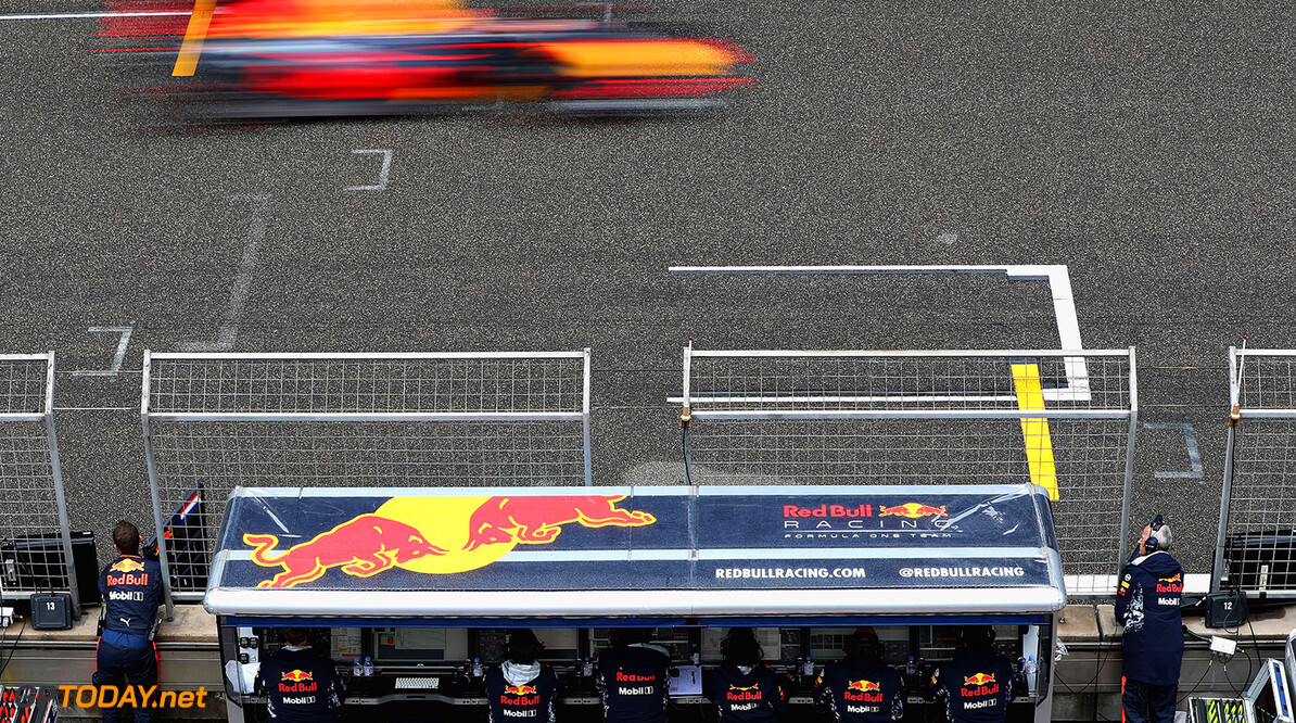 SHANGHAI, CHINA - APRIL 09: Max Verstappen of the Netherlands driving the (33) Red Bull Racing Red Bull-TAG Heuer RB13 TAG Heuer past the Red Bull Racing pit wall during the Formula One Grand Prix of China at Shanghai International Circuit on April 9, 2017 in Shanghai, China.  (Photo by Mark Thompson/Getty Images) // Getty Images / Red Bull Content Pool  // P-20170409-00525 // Usage for editorial use only // Please go to www.redbullcontentpool.com for further information. //  F1 Grand Prix of China Mark Thompson  China  P-20170409-00525