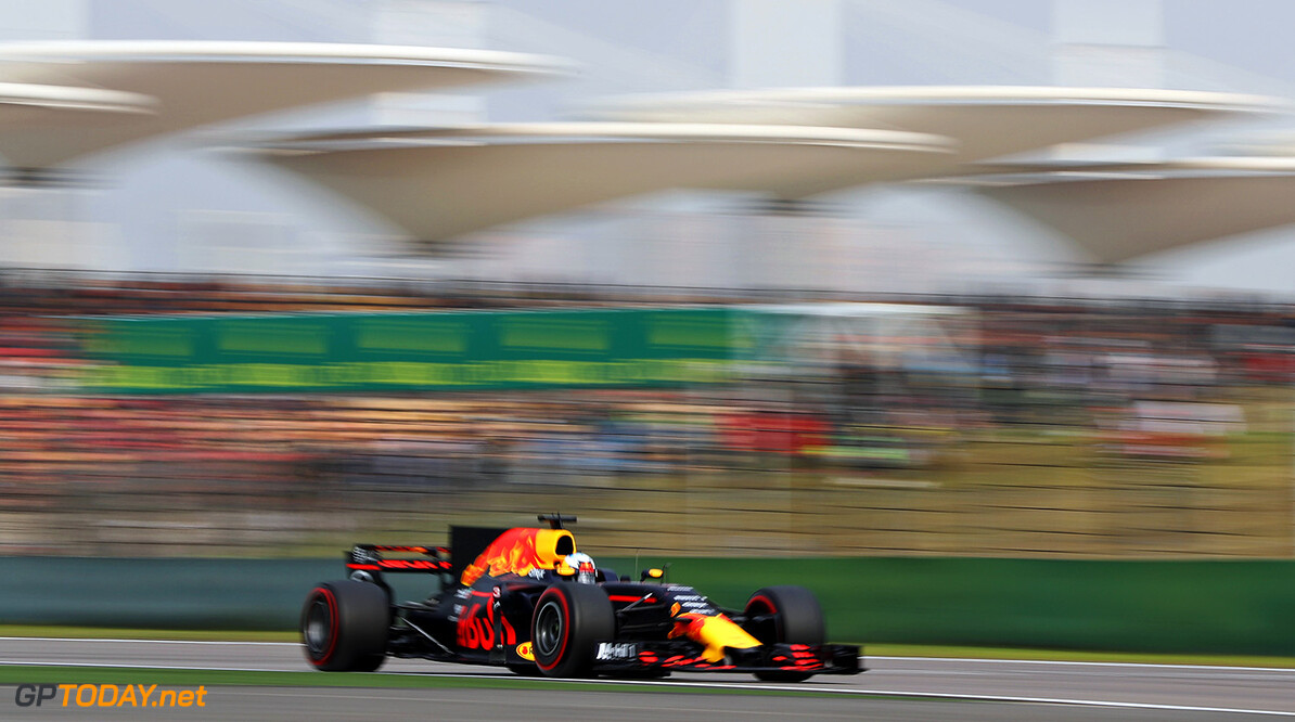 SHANGHAI, CHINA - APRIL 08: Daniel Ricciardo of Australia driving the (3) Red Bull Racing Red Bull-TAG Heuer RB13 TAG Heuer on track during qualifying for the Formula One Grand Prix of China at Shanghai International Circuit on April 8, 2017 in Shanghai, China.  (Photo by Mark Thompson/Getty Images) // Getty Images / Red Bull Content Pool  // P-20170408-00529 // Usage for editorial use only // Please go to www.redbullcontentpool.com for further information. //  F1 Grand Prix of China - Qualifying Mark Thompson  China  P-20170408-00529