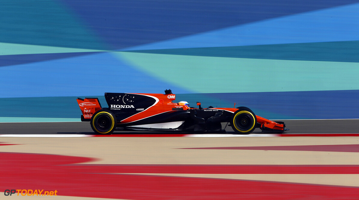 Bahrain International Circuit, Sakhir, Bahrain.  Friday 14 April 2017. Photo: Andrew Hone/McLaren ref: Digital Image _ONZ7738      f1 formula 1 formula one gp grand prix