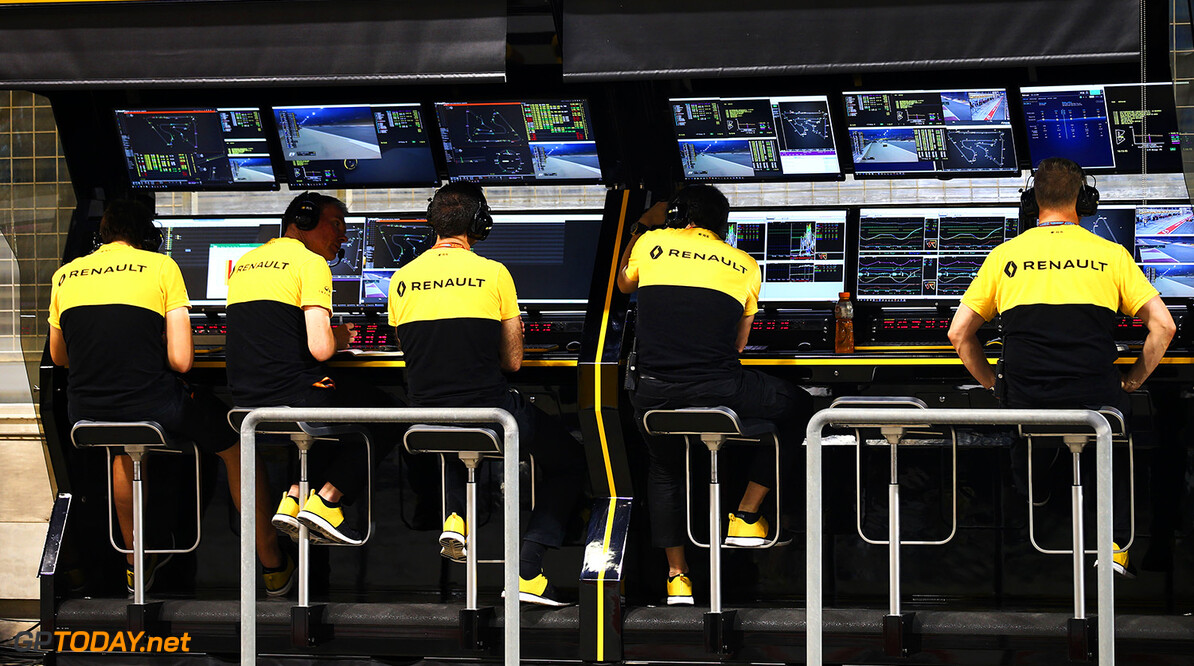 Formula One World Championship Renault Sport F1 Team pit gantry. Bahrain Grand Prix, Friday 14th April 2017. Sakhir, Bahrain. Motor Racing - Formula One World Championship - Bahrain Grand Prix - Practice Day - Sakhir, Bahrain Renault Sport Formula One Team Sakhir Bahrain  Formula One Formula 1 F1 GP Grand Prix Bahrain International Circuit BIC Bahrain Mamana Sakhir JM692 Portrait GP1703b