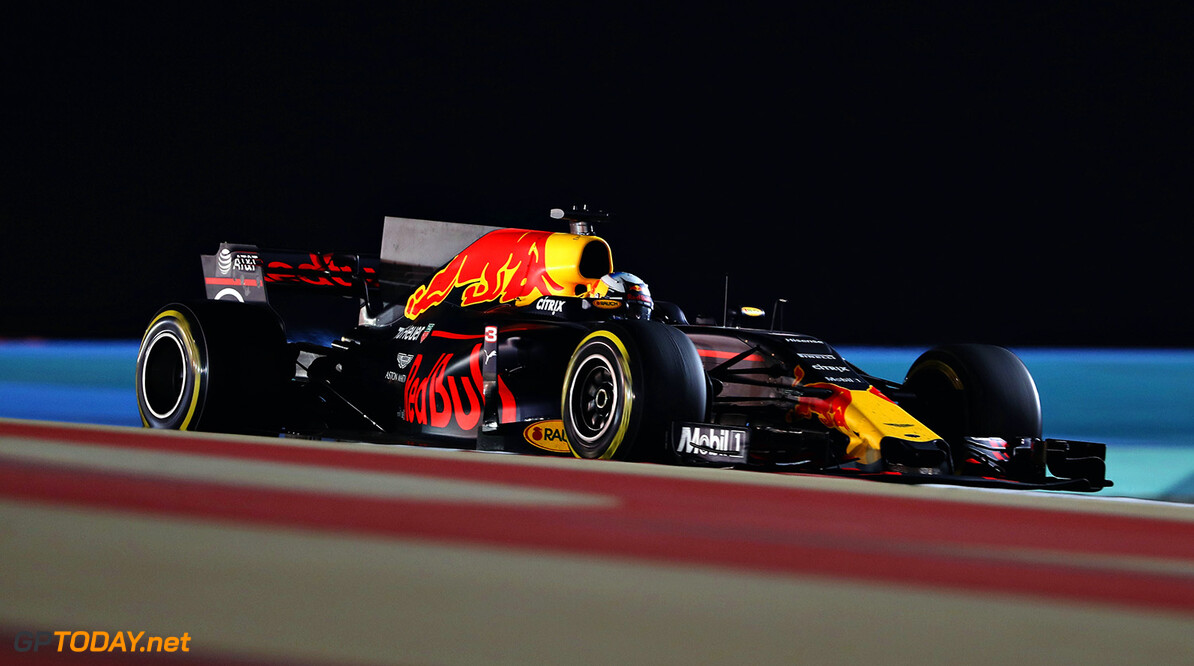 BAHRAIN, BAHRAIN - APRIL 16: Daniel Ricciardo of Australia driving the (3) Red Bull Racing Red Bull-TAG Heuer RB13 TAG Heuer on track during the Bahrain Formula One Grand Prix at Bahrain International Circuit on April 16, 2017 in Bahrain, Bahrain.  (Photo by Mark Thompson/Getty Images) // Getty Images / Red Bull Content Pool  // P-20170416-01200 // Usage for editorial use only // Please go to www.redbullcontentpool.com for further information. //  F1 Grand Prix of Bahrain Mark Thompson  Bahrain  P-20170416-01200