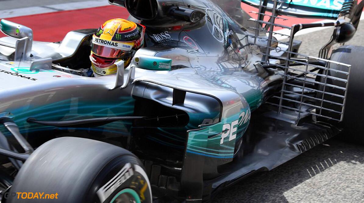 Testupdate: Hamilton fastest as McLaren hits trouble