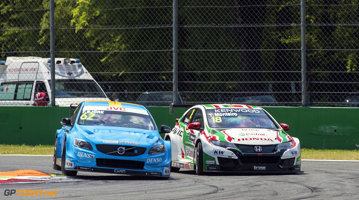 62 BJORK Thed (swe) Volvo S60 Polestar team Polestar Cyan Racing action 18 MONTEIRO Tiago (prt) Honda Civic team Castrol Honda WTC action during the 2017 FIA WTCC World Touring Car Race of Italy at Monza, from April 28 to 30  - Photo Gregory Lenormand / DPPI AUTO - WTCC MONZA 2017 Gregory Lenormand Monza Italie  avril auto championnat du monde circuit course fia maroc motorsport tourisme wtcc