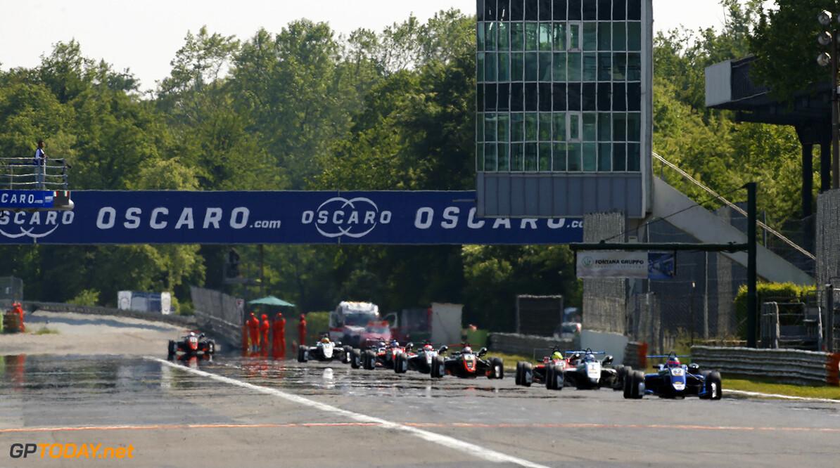 FIA Formula 3 European Championship, round 2, race 3, Monza (ITA Haze on the long main straight, 62 Ferdinand Habsburg (AUT, Carlin, Dallara F317 - Volkswagen), 7 Ralf Aron (EST, Hitech Grand Prix, Dallara F317 - Mercedes-Benz), FIA Formula 3 European Championship, round 2, race 3, Monza (ITA), 28. - 30. April 2017 FIA Formula 3 European Championship 2017, round 2, race 3, Monza (ITA) Thomas Suer Monza Italy