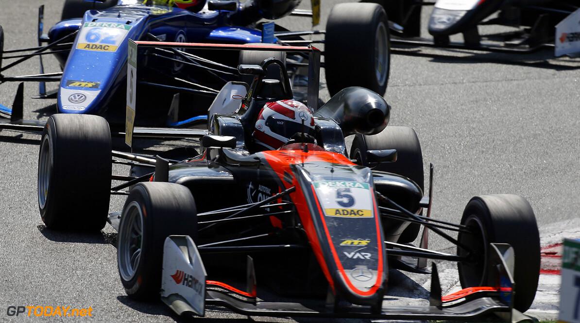 FIA Formula 3 European Championship, round 2, race 3, Monza (ITA 5 Pedro Piquet (BRA, Van Amersfoort Racing, Dallara F317 - Mercedes-Benz), 62 Ferdinand Habsburg (AUT, Carlin, Dallara F317 - Volkswagen), FIA Formula 3 European Championship, round 2, race 3, Monza (ITA), 28. - 30. April 2017 FIA Formula 3 European Championship 2017, round 2, race 3, Monza (ITA) Thomas Suer Monza Italy