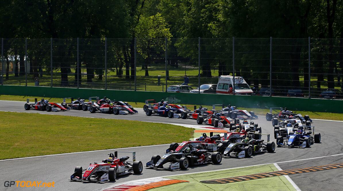 FIA Formula 3 European Championship, round 2, race 3, Monza (ITA Start of the race, 53 Callum Ilott (GBR, Prema Powerteam, Dallara F317 - Mercedes-Benz) taking the lead from 1 Joel Eriksson (SWE, Motopark, Dallara F317 - Volkswagen), 8 Guanyu Zhou (CHN, Prema Powerteam, Dallara F317 - Mercedes-Benz), 31 Lando Norris (GBR, Carlin, Dallara F317 - Volkswagen), FIA Formula 3 European Championship, round 2, race 3, Monza (ITA), 28. - 30. April 2017 FIA Formula 3 European Championship 2017, round 2, race 3, Monza (ITA) Thomas Suer Monza Italy