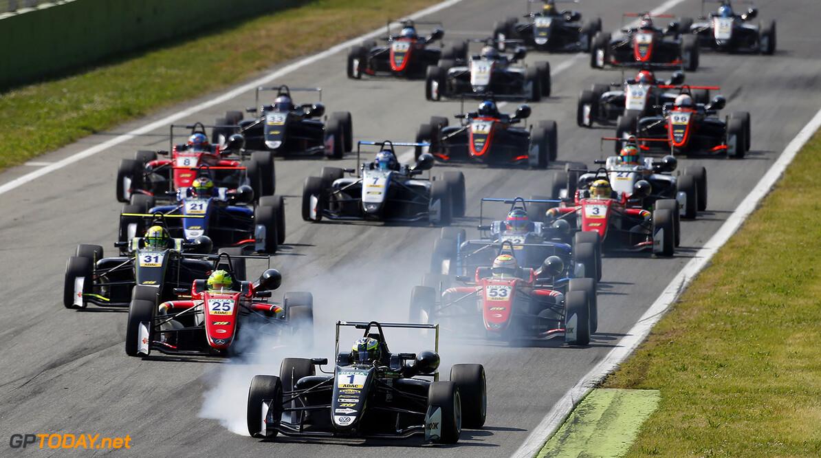 FIA Formula 3 European Championship, round 2, race 2, Monza (ITA Start of the race, 1 Joel Eriksson (SWE, Motopark, Dallara F317 - Volkswagen) taking the lad from 25 Mick Schumacher (DEU, Prema Powerteam, Dallara F317 - Mercedes-Benz), 53 Callum Ilott (GBR, Prema Powerteam, Dallara F317 - Mercedes-Benz), 31 Lando Norris (GBR, Carlin, Dallara F317 - Volkswagen), FIA Formula 3 European Championship, round 2, race 2, Monza (ITA), 28. - 30. April 2017 FIA Formula 3 European Championship 2017, round 2, race 2, Monza (ITA) Thomas Suer Monza Italy